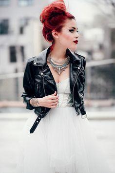 Le Happy wearing Nasty Gal Prom tulle dress and Giuseppe Zanotti pumps Grunge Look, Mode Grunge, Grunge Style, 90s Grunge, Alternative Wedding, Alternative Fashion, Punk Prom, Punk Rock Wedding, Rocker Wedding