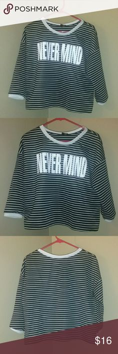Semi chic crop top Rue21 black and white semi crop top. Size large. In great condition like new. Bought and only wore once. Large in juniors. Very chic top and easy to accesorize. THANKS FOR CHECKING OUT MY CLOSET!!! :D Rue21 Tops Crop Tops