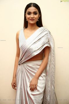 Senior Girl Poses, Senior Girls, Beautiful Indian Actress, Beautiful Women, Keerti Suresh, Surya Actor, Function Dresses, Indian Beauty Saree, Navel
