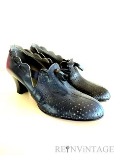 vintage 1940s shoes  40s navy blue noir by shopREiNViNTAGE on Etsy, $125.00