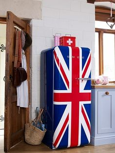 This week's design item is the beautiful retro-style SMEG fridge. We also included inspirational pictures on how to style your kitchen with it. Paint Refrigerator, Painted Fridge, Retro Refrigerator, Smeg Fridge, Retro Fridge, Union Jack Decor, Fridge Makeover, British Decor, Union Flags