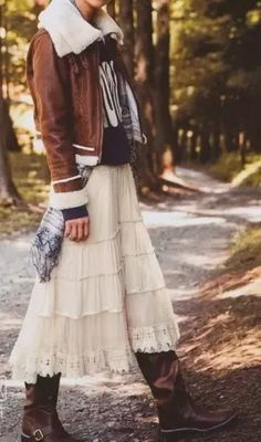 skirt and boots - layering of textures Hippie Style, Bohemian Style, Hippie Chic, Boho Fashion, Autumn Fashion, Style Fashion, Skirts With Boots, Skirt Boots, Layered Skirt