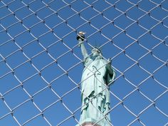 LE TOUR D'HORIZON (92.7 FM & 760 AM):   LA RESTRICTION DES LIBERTÉS CORPORATIVES en format audio http://ericlanthier.net/la-restriction-des-libertes-corporatives-en-format-audio/  Image: https://pixabay.com/en/statue-of-liberty-new-york-usa-662572/