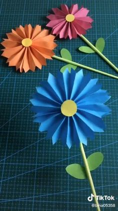 Paper Flower Patterns, Paper Flowers Craft, Paper Flower Tutorial, Origami Tutorial, Paper Crafts Origami, Paper Crafts For Kids, Preschool Crafts, Fun Crafts, Flower Crafts Kids