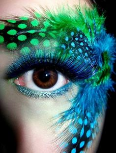 A Unique take on Feathers for Eye Makeup — Would you try this? #IPAProm #Makeup