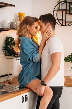 A true relationship is someone who accepts your past. Supports your present, loves you and encourages your future. Cute Couples Kissing, Cute Couples Goals, Couples In Love, Romantic Couples, Couple Goals Relationships, Relationship Goals Pictures, True Relationship, Couple Photoshoot Poses, Couple Photography Poses