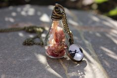 echte Blüten Halskette Mary Poppins von Le petit bouton auf DaWanda.com