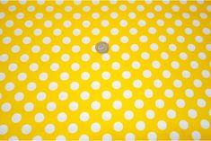 Popelin flamenco con estampado de lunares, es un tejido con cuerpo y sostenido. Fondo amarillo y lunares blancos. Ideal para disfraces y confección de trajes de flamenca, vestidos de sevillana, faldas y todo tipo de complementos y aplicaciones de moda flamenca para la feria de Abril y vestidos para la fiesta del Rocío.#popelín #flamenco #carnaval #estampado #lunares #blanco #amarillo #confección #faldas #complementos #disfraces #tela #telas #tejido #tejidos #textil #telasseñora #telasniños