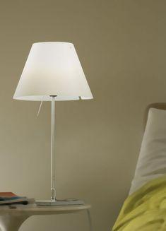 Der Design-Klassiker erzeugt ein warmes Zonenlicht nach unten, zugleich entweicht ein Anteil des Lichts durch die obere Öffnung und sorgt so für eine angenehme Grundbeleuchtung. | Tischlampe | Tischleuchte | Schirm in zahlreichen Farben | bunt | Luceplan | Designleuchte | Wohnzimmer | Schlafzimmer | Lampe | Leuchte | Aluminium -Körper | klassisches Design |  warmes Licht #luceplan #licht #tischleuchte #lichtdesign #tischleuchte #frankeleuchten #unsereideenleuchten Bauhaus, Aluminium, Bunt, Table Lamp, Lighting, Life, Home Decor, Living Room, Light Design