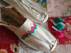 alpargatas bordadas a mano / embroidered slippers