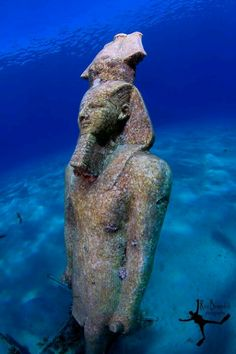 """""""Underwater Pharao This is an statue of a Egyptian Pharao/king ( Ramses perhaps ) that has its place underwater in Na'ama Bay, Egypt. This is not a real ancient statue however, I've found it quiet photogenic. Ancient Aliens, Ancient Art, Ancient Egypt, Ancient History, Art History, Egyptian Kings, Egyptian Pharaohs, Underwater City, Egypt Art"""