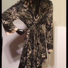 Incredible Donatella soft stretchy robe Simple stunning robe. Sizeclarge, but would fit anyone. Feel like a queen Donatella Intimates & Sleepwear Robes