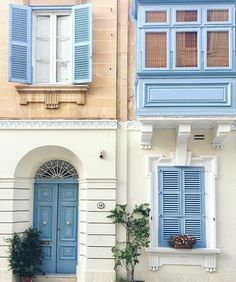 Here is how to spend the perfect long weekend on the island of Malta, with its rich history, unique architecture, and the best Maltese eats! Modern Luxury, Outdoor Decor, House, Outdoor Paint, Front Door Colors, Beautiful Homes, Front Door, Malta House, Doors