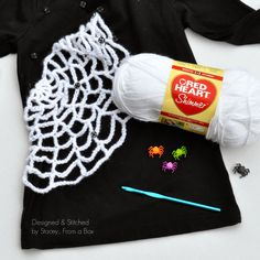 Crochet your own spider web tshirt for your next Halloween or fall party Halloween Sewing, Halloween Crochet, Halloween Projects, Craft Projects, Sewing Projects, Fall Sewing, Crochet Hook Sizes, Crochet Hooks, Halloween Treats