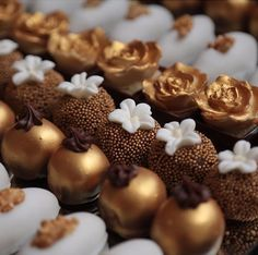 Who said dessert can't be a work of art? Beautiful gold sweets via ! Artisan Chocolate, Chocolate Shop, Chocolate Lovers, Small Desserts, Mini Desserts, Plated Desserts, Chocolate Fondant, Chocolate Truffles, Chocolate Candy Recipes