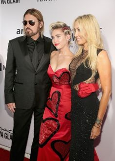 Miley Cyrus fala sobre as diferenças entre sair com homens e mulheres #Cantora, #Cyrus, #Fotos, #Miley, #MileyCyrus, #Mulheres http://popzone.tv/miley-cyrus-fala-sobre-as-diferencas-entre-sair-com-homens-e-mulheres/