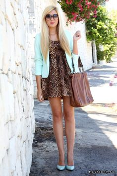 Leopard print dress + mint blazer and heels Mint Blazer, Look Blazer, Blazer Dress, Leopard Dress, Fashion Beauty, Womens Fashion, Dress Me Up, Passion For Fashion, Spring Summer Fashion