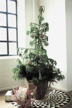 Amazing rug for christmas tree!