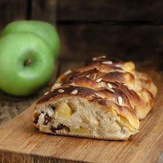 "Today on www.acquaementa.com il ""pane dolce del Sabato"". Seconda stella a sinistra... ciao Michael #mtc #secondastellaasinistra #mela #uvetta #apple #apfel #lievitati #dolci #foodofofinstagram #igersfood #food #cibo #sweet #challah #shabbat #panedolcedelsabato #yummy #acquaementarecipes"