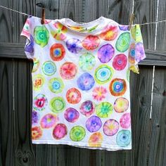 Did you know that you can tie dye... with Sharpies? I didn't, but I'm definitely going to try this method from the experts at Having Fun at Home.