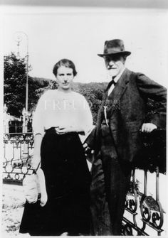Anna Freud and Sigmund Freud (1920) Event: Psychoanalytic Conference Location: Netherlands, Hague