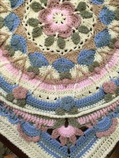 A close-up of Greta's altered design of Sophie's garden - by Gretha Botma - Sophie's Universe - free pattern on Ravelry or LookATwhatImade.com