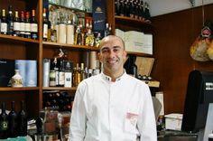 Il salumiere Salvatore Cautero che all'occorrenza si trasforma in consulente gastronomo coi super poteri della bontà