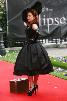 please say my wardrobe can be like this one day Paloma Faith, Vintage Glamour, Celebs, Celebrities, Up Girl, Retro, Vintage Fashion, Vintage Style, Girl Crushes