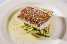 ¿Te gusta el bacalao? Aquí tienes varias sugerencias de tapas y de platos que elaboramos con mimo utilizando este pescado blanco