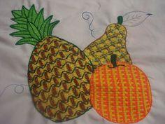 Bordado Fantasía Pera Círculos Learn Embroidery, Hand Embroidery Stitches, Embroidery Art, Embroidery Patterns, Crazy Patchwork, Point Lace, Lace Making, Loom Knitting, Applique Designs