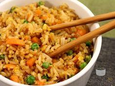 Orez prajit (fried rice).