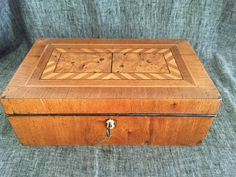 antica scatola in legno del periodo Biedermeier di EclecticAtmosphere su Etsy