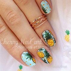 Nail art ananas pour l'été pineapple nails, cherry nail art, simple na Pineapple Nail Design, Pineapple Nails, Fancy Nails, Diy Nails, Gorgeous Nails, Pretty Nails, Super Cute Nails, Cherry Nail Art, Blue Nails