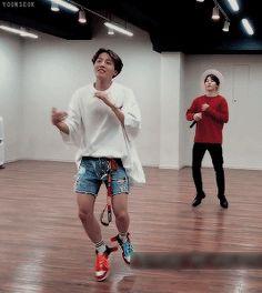 Hobi you look breath taking J Hope Gif, J Hope Smile, Bts J Hope, Jhope, Taehyung, Bts Bangtan Boy, Jung Hoseok, Gwangju, Yoonmin