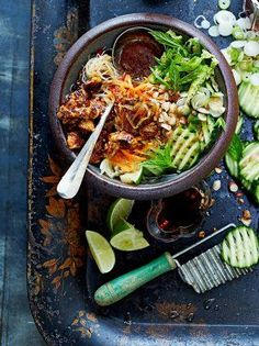 Jamie's vegan Vietnamese bun cha recipe is a delicious taste sensation; beautifully marinated grilled pork served with noodles, salad and sticky spicy tofu. Pork Recipes, Asian Recipes, Cooking Recipes, Ethnic Recipes, Turkish Recipes, Bread Recipes, Cooking Tips, Vegetable Recipes, Vegetarian Recipes