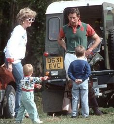 Princess Diana, Prince William and Harry, with Prince Charles - princess-diana-and-her-sons Photo