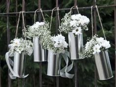 Dekorative Metalldosen in Silber mit Jutekordel