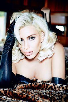 """Kim Kardashian na Vogue Brasil: """"mãe da selfie"""" estrela a edição especial corpo"""