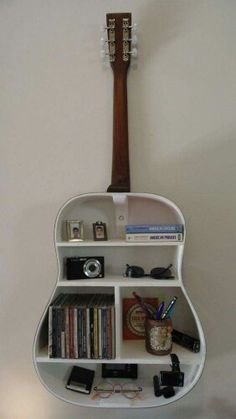 Guitar style book/knick-knack self Diy Home Decor, Mens Room Decor, Hipster Room Decor, Guitar Art Diy, Guitar Wall Art, Guitar Room, Guitar Shelf, Guitar Crafts, Guitar Decorations