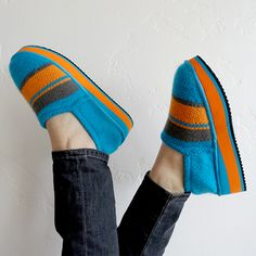 Zhenzee knit shoes with warm your heart & your toes. #knithappens #zhenzee Adorable platform, flatform knit shoes.