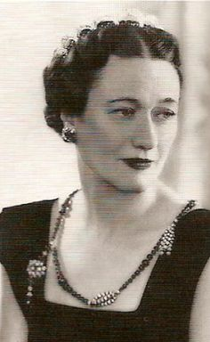 The Duchess of Windsor wearing her only  It is made of diamonds and black onyx beads.
