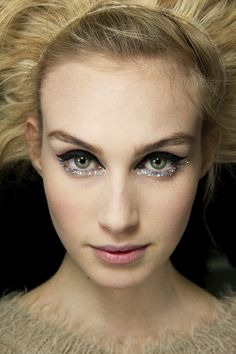 BACKSTAGE BEAUTY: CHANEL COUTURE S/S 2014   BLACK + GLITTER EYELINER - Le Fashion