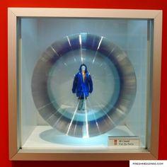 UNIQLO Glass Box Spring 2009 Collection Installation
