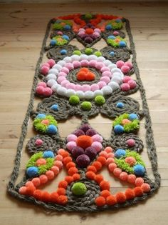 pom pom teppich von miledy on etsy - home inspiration - İdeen Pom Pom Crafts, Yarn Crafts, Diy And Crafts, Crafts For Kids, Hanging Pom Poms, Pom Pom Rug, Diy Carpet, Rugs On Carpet, Diy Décoration