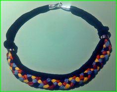 Collar hecho a mano de trapillo e hilo de algodon trenzado