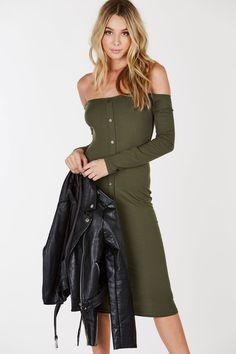 A flattering off shoulder dress, ribbed to perfection! Faux button detailing down the center front to upgrade your look. Long sleeves with a slim fit all around. Dress it down with sneakers and a deni