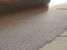 Filz & Filzplatten - 1m Design Filz 45cm breit hellgrau weiße Herzen - ein Designerstück von Frau_Zwerg bei DaWanda