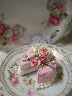 (Mistie) SHABBY COTTAGE PINK ROSE DECORATED FAKE CAKE CHARMING!!