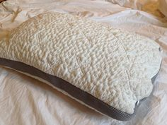 We'll look deep into the Easy Breather pillow to discover the materials, construction and overall design elements that make this pillow so popular! Bed Sets For Sale, Linen Bedding, Bed Linens, Bedding Sets, Matching Bedding And Curtains, Pillow Reviews, Cool Beds, Luxury Bedding, Bed Sheets
