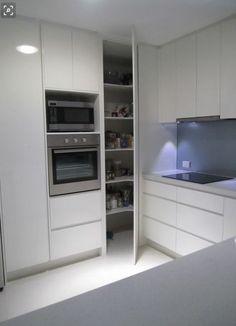 Kitchen Corner Pantry Layout 43 Ideas - pinupi love to share Corner Pantry Cabinet, Corner Kitchen Pantry, Kitchen Cupboard Designs, Kitchen Pantry Cabinets, Kitchen Layout, Corner Cabinets, Floors Kitchen, Dark Cabinets, Larder Cupboard